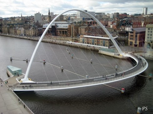 the gateshead millenium bridge